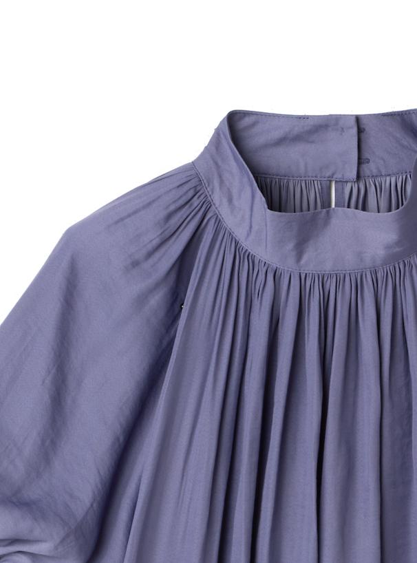 ハイネックサテンシャツ