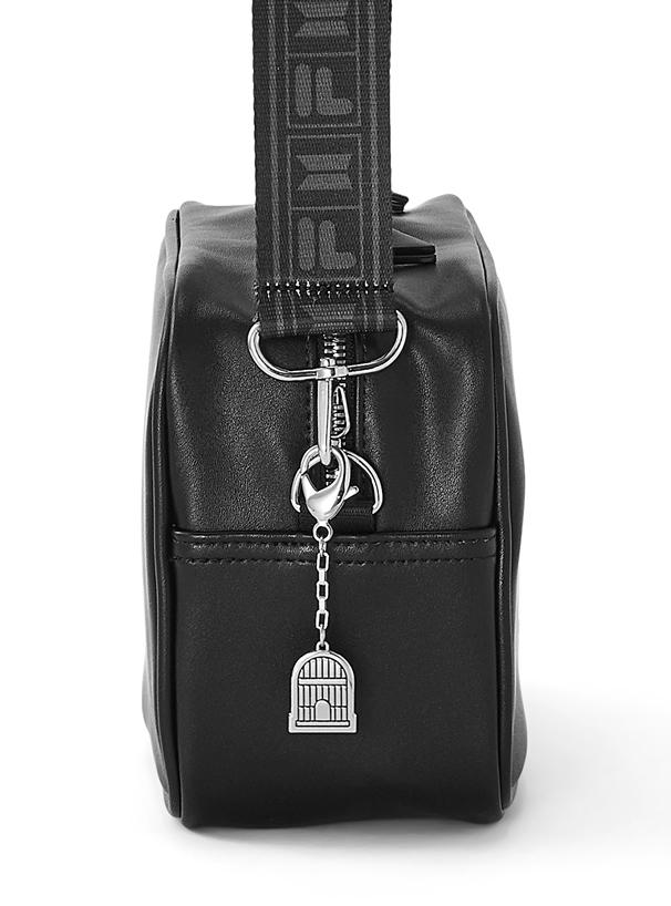 BTS ノベルティ付きBTSチャームFILAスクエアショルダーバッグ