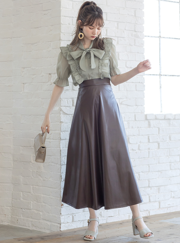 レザーフレアスカート