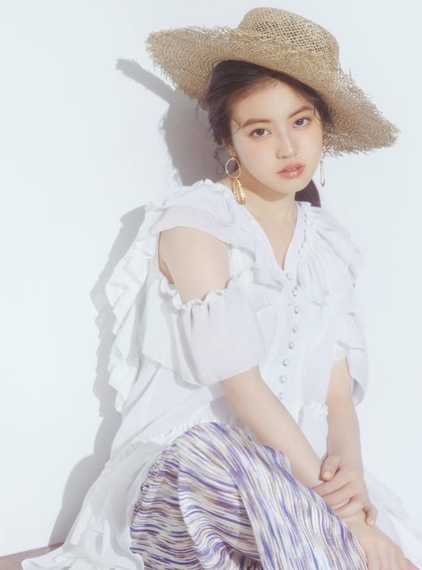 今田美桜 プリーツオープンショルダーフリルブラウス