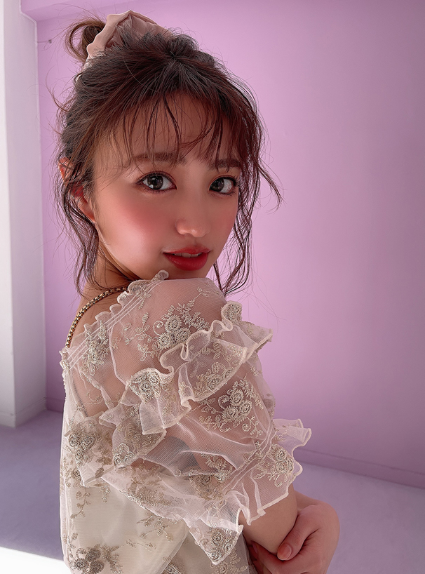 チュール刺繍パフスリーブブラウス