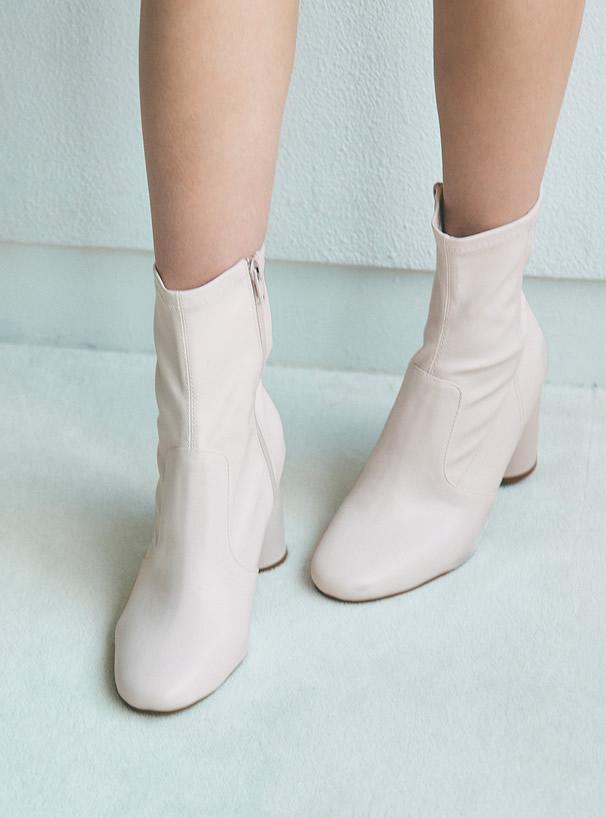 白石麻衣 サークルヒールショートブーツ