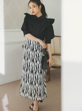 今田美桜 ゼブラ柄スカート