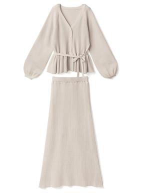 白石麻衣 ペプラムトップスXスカートニットセットアップ