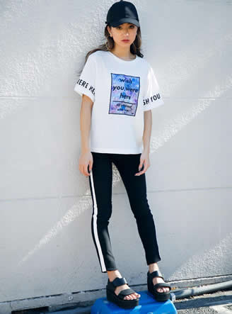 サテンプリントTシャツ